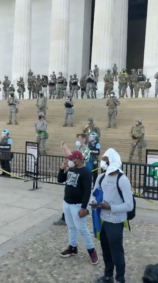 2020-06-03T015836Z_1889313790_RC2D1H9DBOF4_RTRMADP_3_MINNEAPOLIS-POLICE-PROTESTS